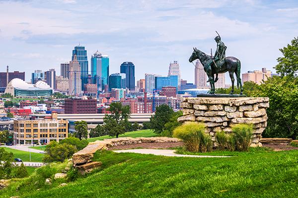kansas city skyline with horse statue