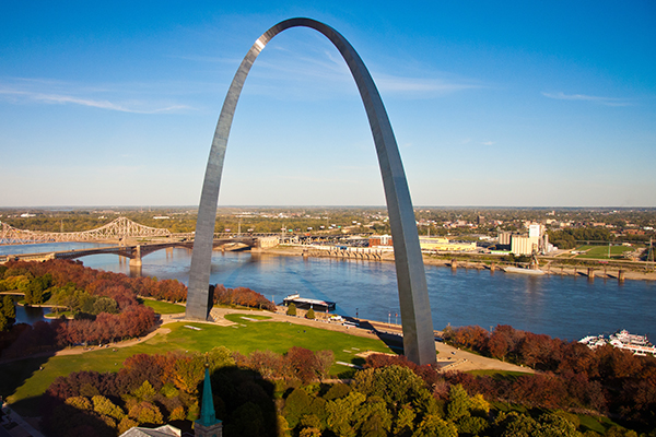 St Louis arch by the river
